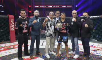 Ade Permana Pertahankan Sabuk Juara Atomweight